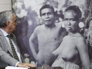 Juca Ferreira, junto a la foto censurada por Facebook