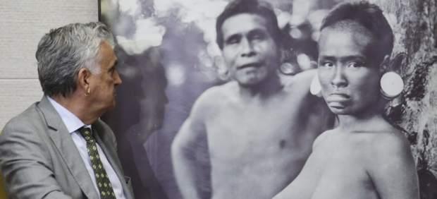 Facebook restablece una foto de dos indios semidesnudos que censuró al Gobierno de Brasil