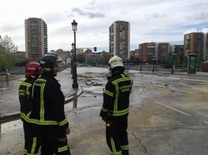 El puente de Segovia, inundado