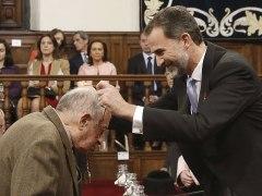 Goytisolo recibe el Premio Cervantes de manos del rey Felipe VI