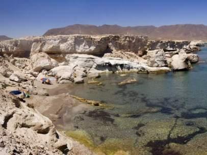 Vista de la playa de los Escullos en el Parque Natural Cabo de Gata