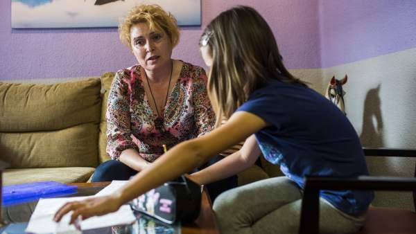 Valencia deja a 52 niños sin beca: \
