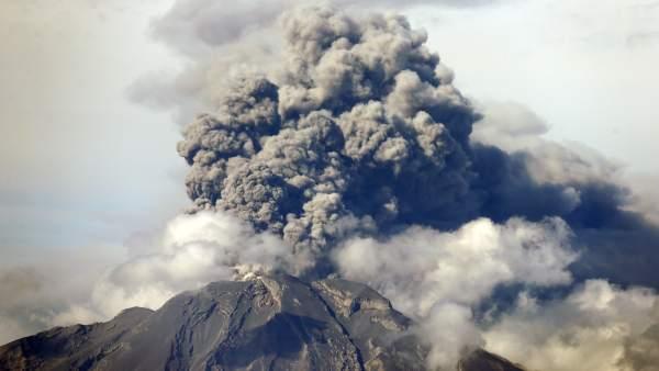 El volcán Calbuco entra en erupción por tercera vez