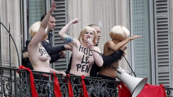 Femen irrumpe en la manifestación del Frente Nacional