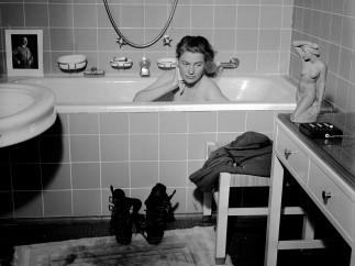 Lee Miller with David E. Scherman - Lee Miller in Hitler�s Bathtub, Munich, Germany, 1945