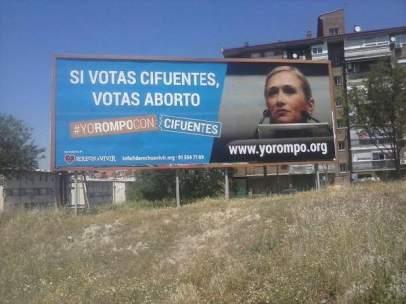Carteles pertenecientes a la campaña 'Hazte Oír' en contra del aborto.