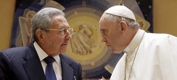 Raúl Castro con el papa