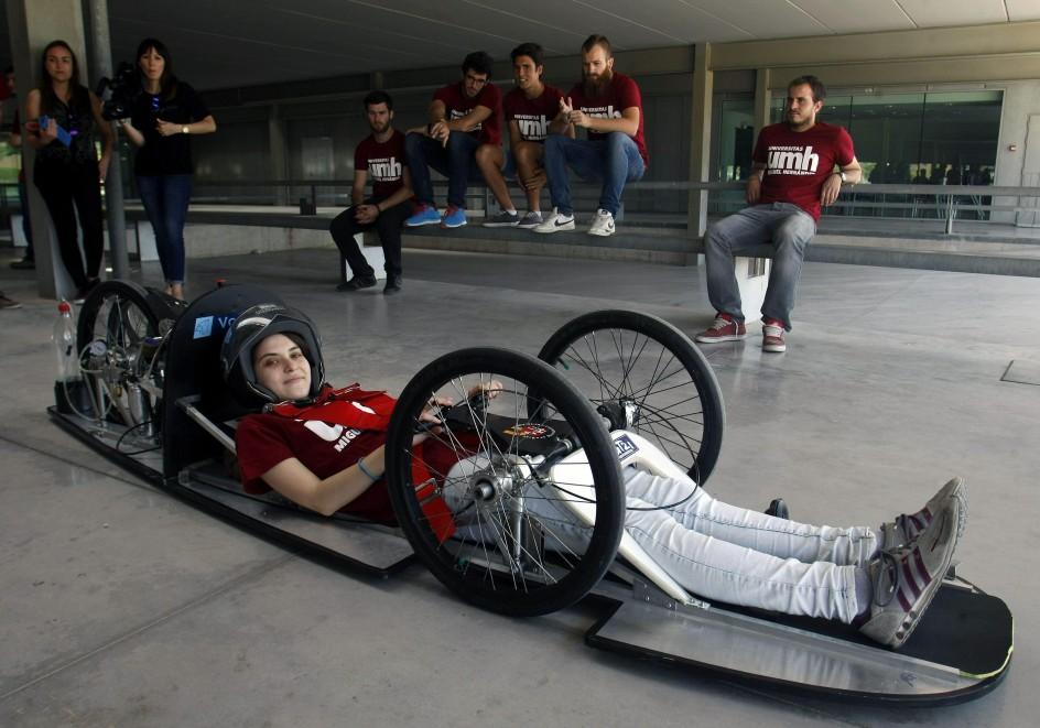 Estudiantes de Alicante presentan su vehículo de bajo consumo