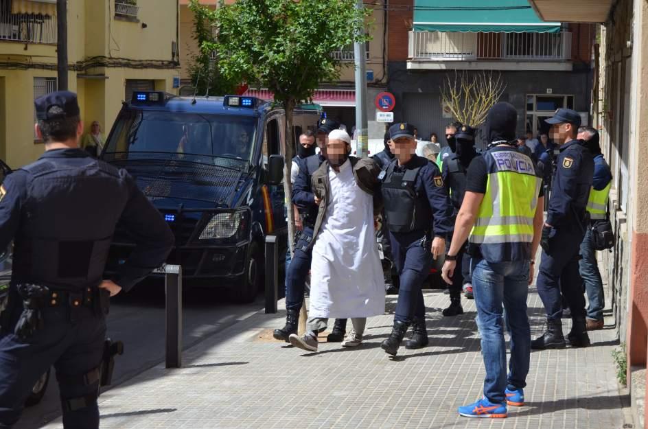 perfiles árabe golondrina en Barcelona