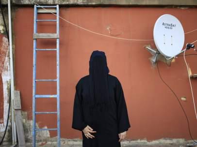 Una mujer con niqab