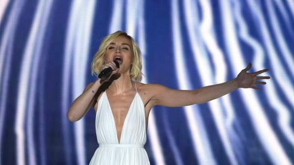 Polina Gagarina, representando a Rusia, actuando en el festival Eurovisión 2015.