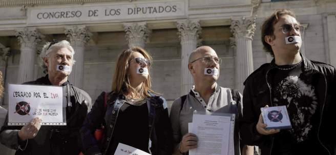 Más de 200 mil firmas contra el IVA cultural