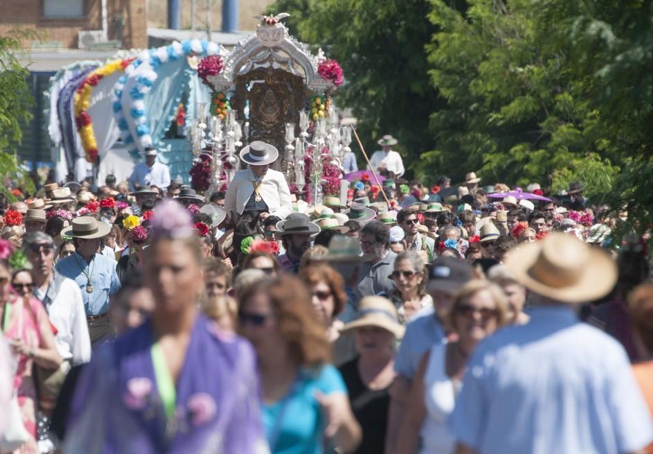 Las hermandades de Sevilla inician el peregrinaje a El Rocío