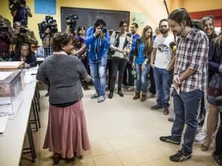 Pablo Iglesias, esperando para votar