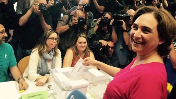 Ada Colau, votando