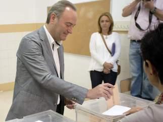 Alberto Fabra vota en Castellón