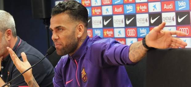 """El Barça: """"Dani Alves ya nos ha comunicado que se va"""""""