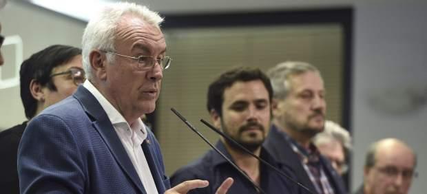 Cayo Lara comparece ante los medios tras las elecciones municipales y autonómicas de 2015.