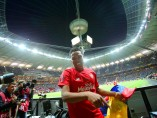Carlos Bacca celebra un gol que vale un título
