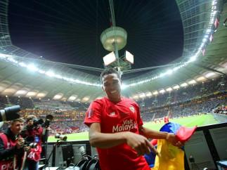 Carlos Bacca celebra un gol que vale un t�tulo