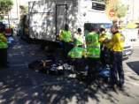 Un octogenario es atropellado por un cami�n de reparto en Madrid.