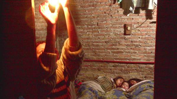 Una familia en situación de pobreza energética.