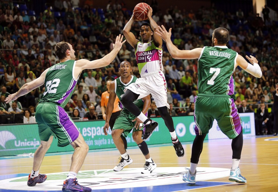 Valencia basket unicaja y barcelona suman el primer punto for Unicaja barcelona oficinas