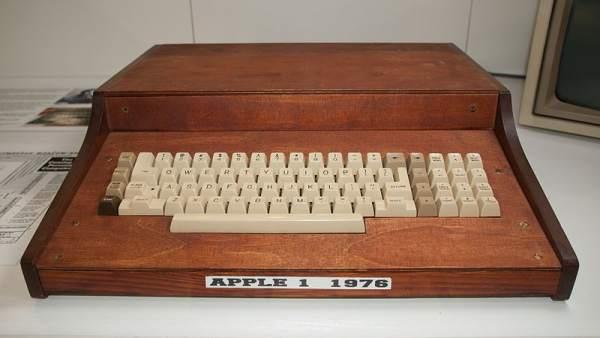 9d5d3d1007a Una mujer tira a la basura el primer ordenador de Apple, valorado en  200.000 dólares