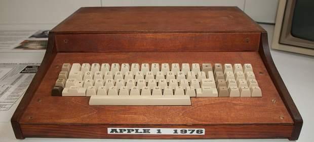 Una mujer tira a la basura el primer ordenador de Apple, valorado en 200.000 dólares