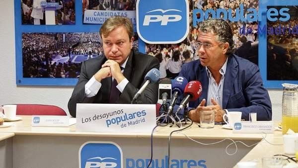 Juan Soler, alcalde de Getafe (a la izquierda) junto a Francisco Granados.