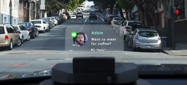 Un dispositivo permitirá consultar correos, mapas o llamar desde el parabrisas del coche