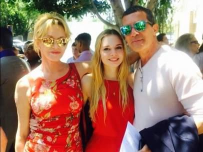 Melanie Griffith y Antonio Banderas en la graduaci�n de su hija
