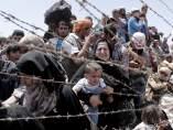 Refugiados sirios, esperando entrar en Turquía