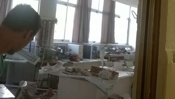 Techo desplomado en una clase