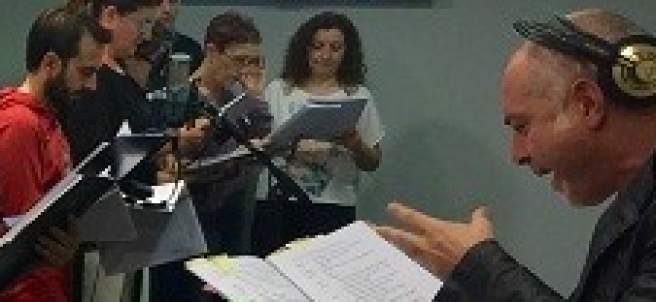 Un momento durante el ensayo de la obra 'La vida de Brian' para radio.