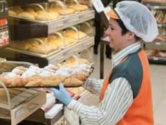 Los grandes supermercados ofrecen este verano miles de empleos