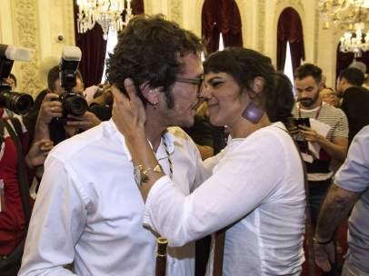 'Kichi', felicitado por Teresa Rodríguez