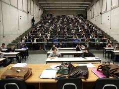 La cuant�a de las becas universitarias baja a niveles de 2004