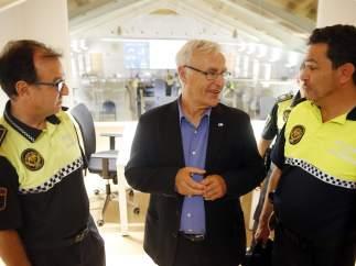El alcalde de Valencia, Joan Ribó en las instalaciones de la central de la Policía Local de la ciudad.