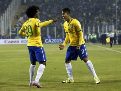 Willian y Firmino.