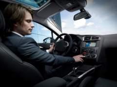 Usar el aire acondicionado del coche por debajo de 20 grados puede elevar el consumo un 20%