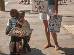 Abrazo en Charleston
