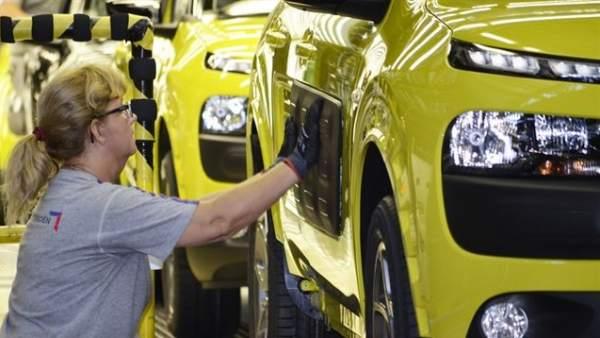 Trabajadora del sector automovilístico