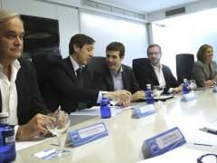 Hernando y Pons, 45 días de liderazgo sin el control de Génova