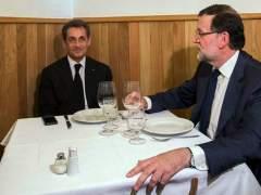 Twitter se llena de memes con la foto de Rajoy y Sarkozy en una tasca