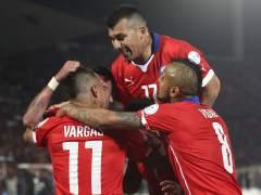 Chile tumba a Per� con un doblete de Vargas y se clasifica a la final