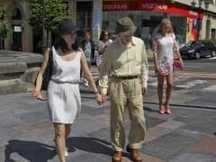 Woody Allen disfruta del marisco y pasea por Oviedo en viaje privado