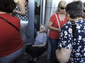 Colas de pensionistas griegos