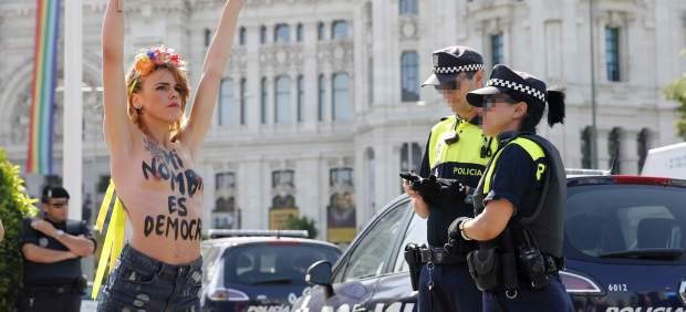 Acción de Femen contra la ley mordaza