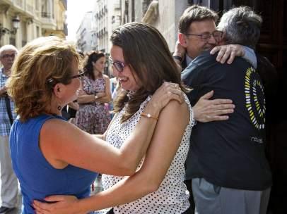 Puig y Oltra reciben a las v�ctimas del metro de Valencia